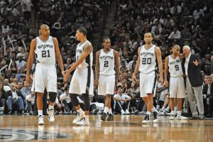 Kawhi Leonard dan LaMarcus Aldridge Mengantarkan Spurs Gebuk Hornets