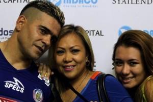 Musim Liburan, Striker Arema Ini Memboyong Keluarganya Pergi Ke Singapura
