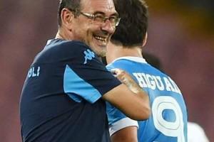 Muarizio Sarri Tak Bersedia Menukar Higuain Dengan Lewandowski