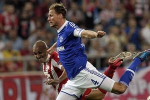 Arsenal Ingin Boyong Defender Serba Bisa Schalke