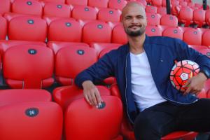 Menurut Guillermo Amor, Van Dijk Buat Adelaide United Semakin Kuat