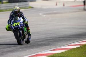 Di Uji Coba Hari Ke Tiga, Rossi Tinggalkan Lorenzo Dibelakang
