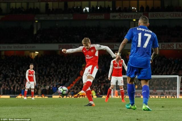 Tendangan Nacho Monreal - Arsenal